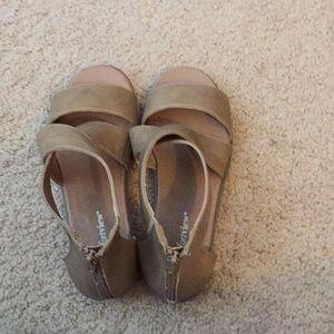 Ladies cross ankle sandals